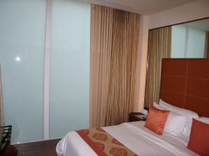 De kamer met het melkglas (On 8 Hotel)