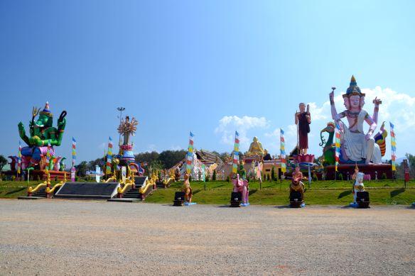 De tempel met het uitzicht van een pretpark