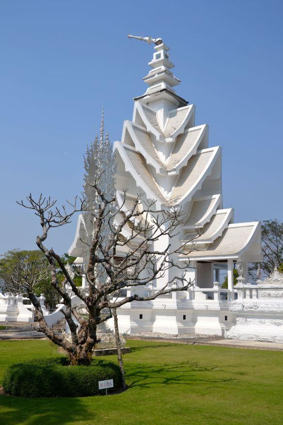 Het beschadigde gedeelte van de witte tempel